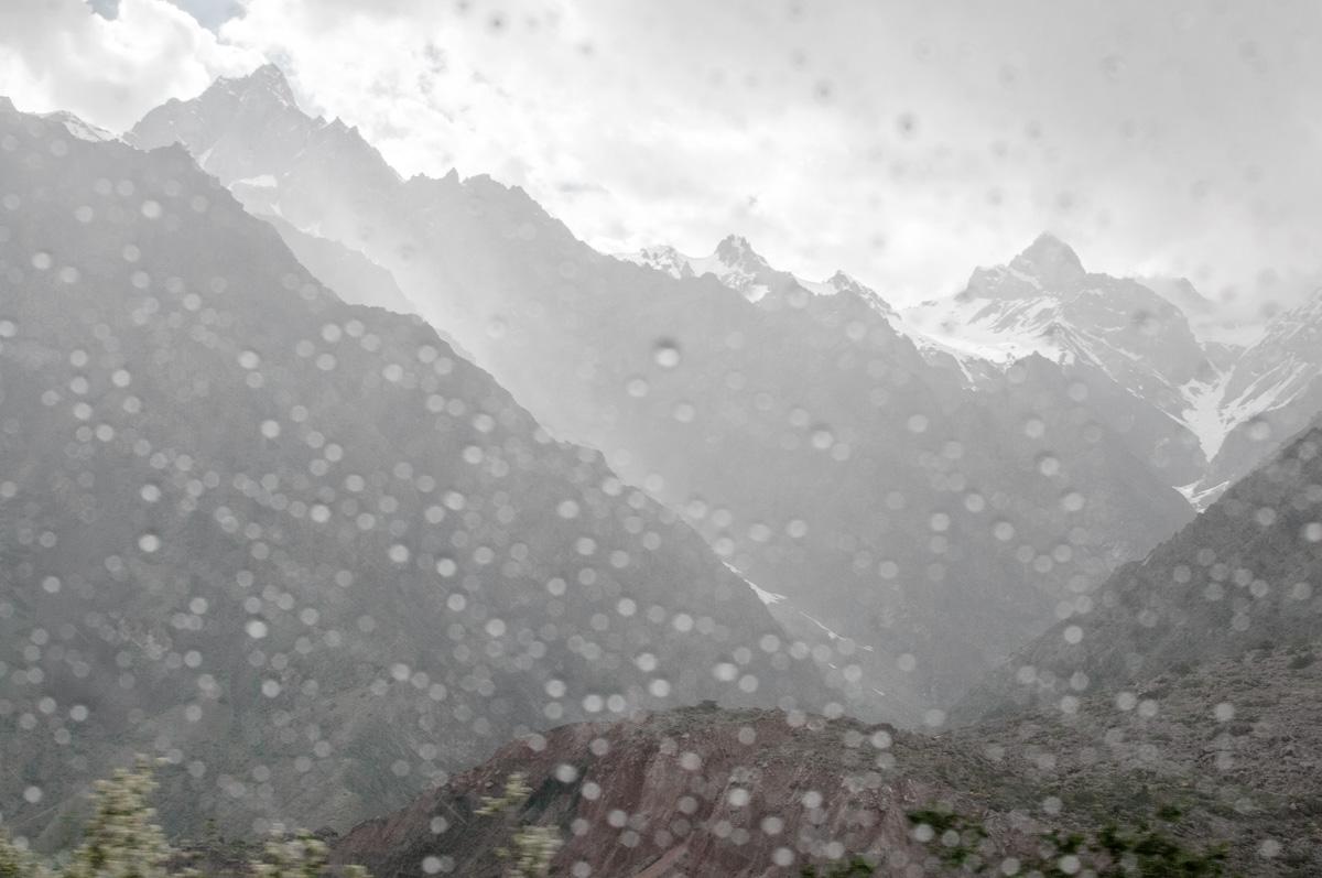 Regen in de bergen Tadzjikistan