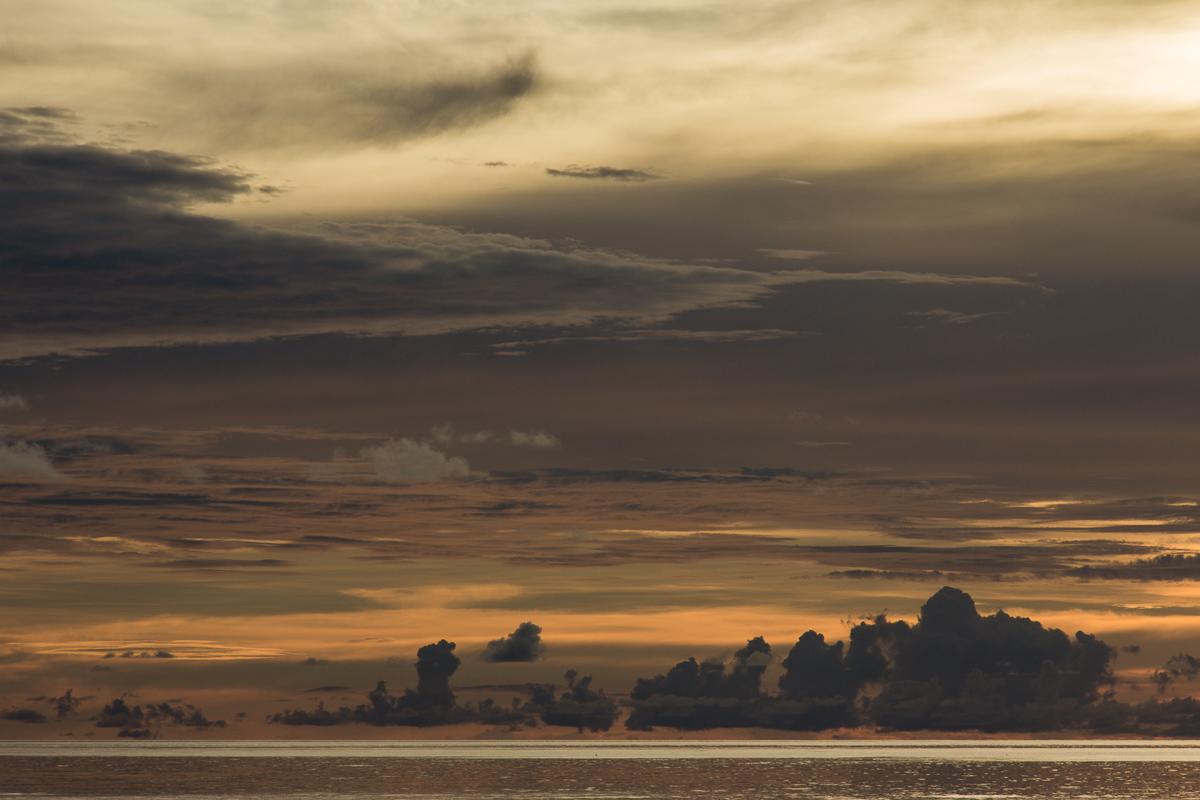 Zonsondergang bij de Molukken
