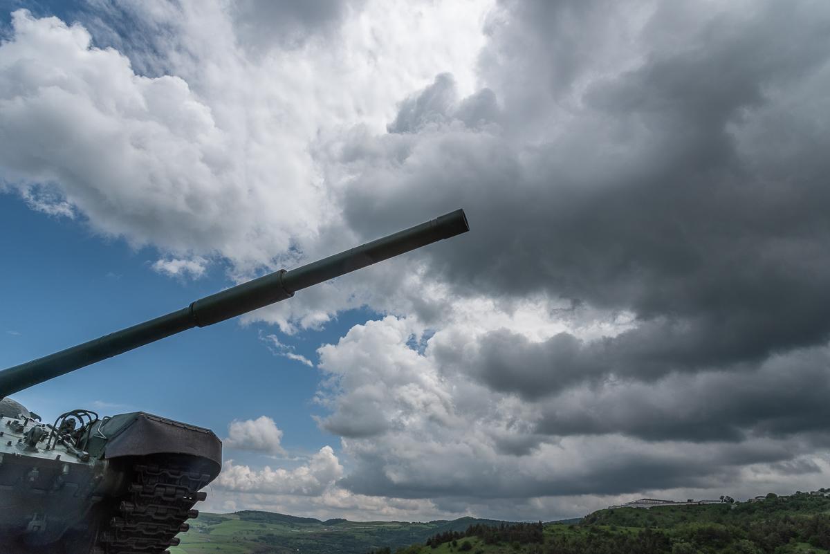 Tankmonument in de buurt van Shushi, de oude hoofdstad van Nagorno-Karabach