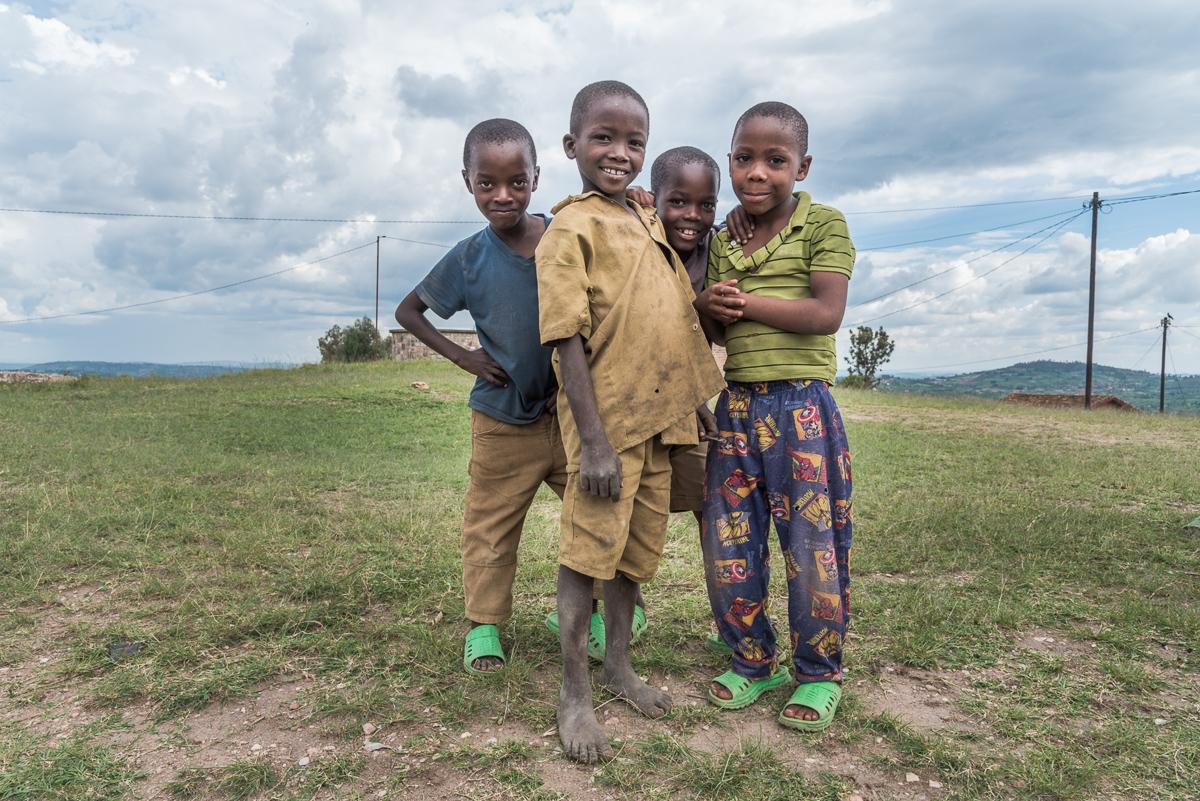 Jongens in de omgeving van Kamonyi in Rwanda