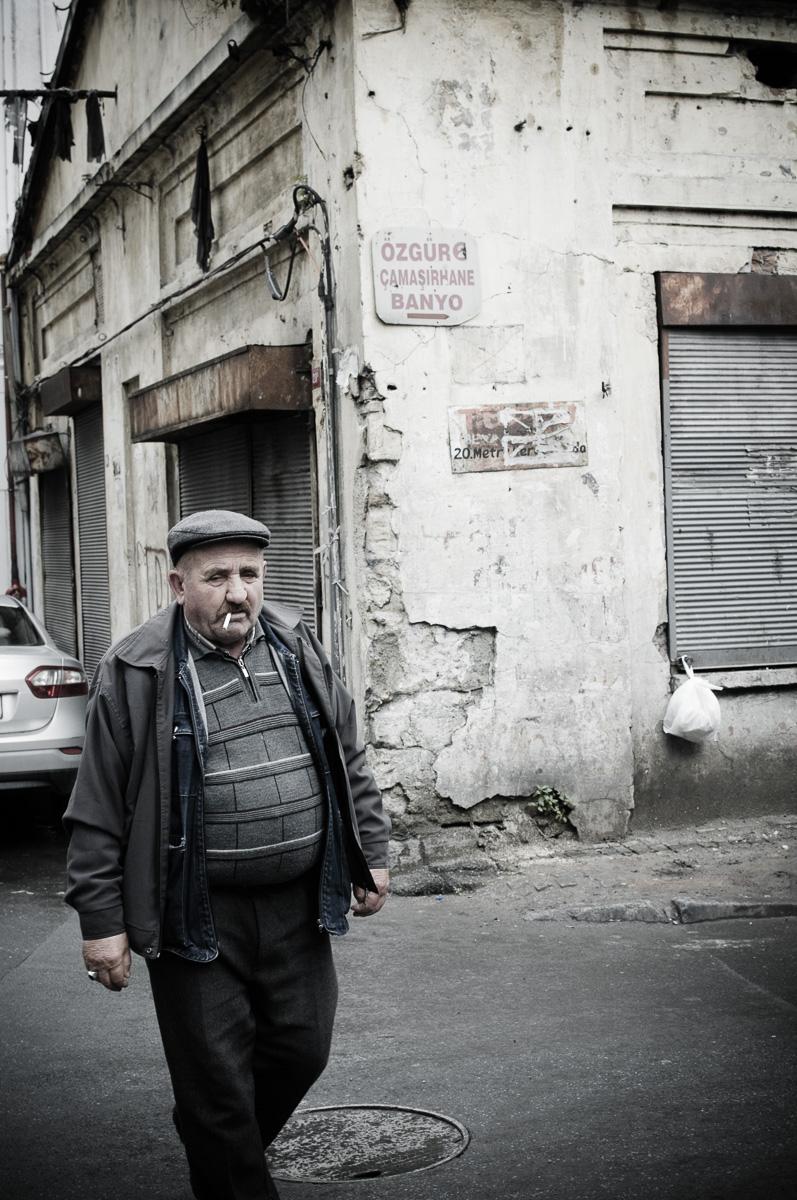 Oudere man op straat