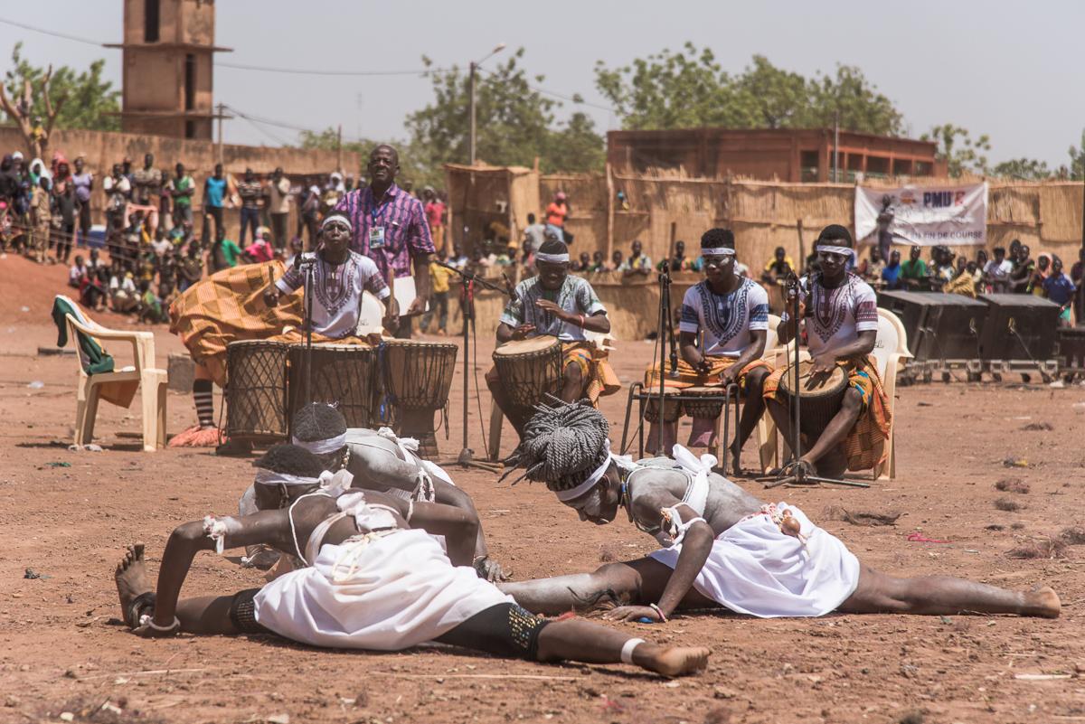 Optreden van de Zaouli stam uit Ivoorkust